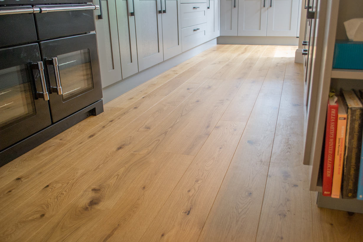 3 oak kitchen wood flooring for Wood floors in kitchen